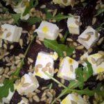 sałatka z pieczonych buraków na rukoli z serem feta