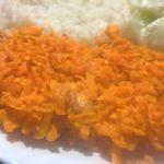 soczysta pierś z kurczaka pod marchewkowa kołderką