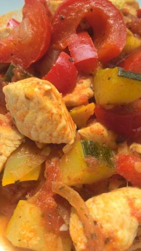 dietetyczne leczo z piersią z kurczaka
